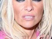 make Pamela Anderson part sucette...