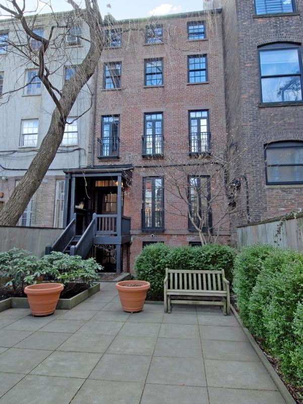 la maison de julianne moore new york voir. Black Bedroom Furniture Sets. Home Design Ideas