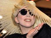 Lady GaGa s'associe Polaroid