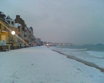 Neige à Saint-Malo  .