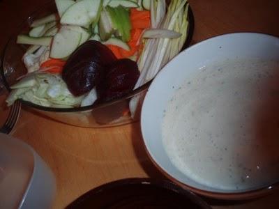 Bagna cauda ou salade d'hiver à la sauce très goûteuse chaude