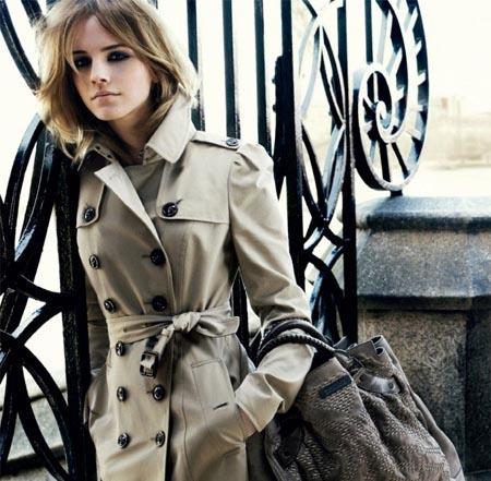 Emma Watson pose pour Burberry !