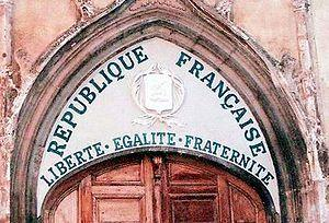 300px_Liberte_egalite_fraternite_tympanum_church_saint_pancrace_aups_var