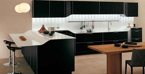 Cuisine design Venus. Modèle noir. Fabricant : Snaidero. Design : Pininfarina