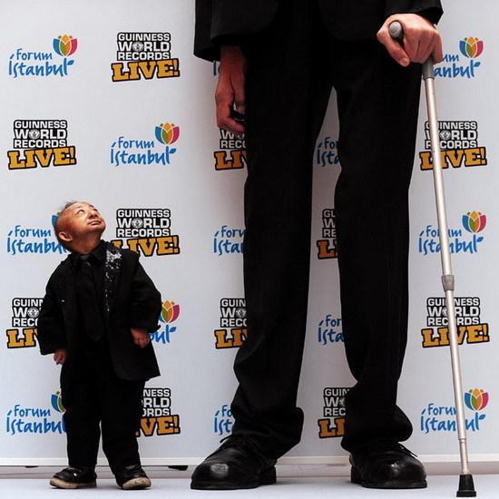 Plus petit homme du monde Vs homme le plus grand du monde