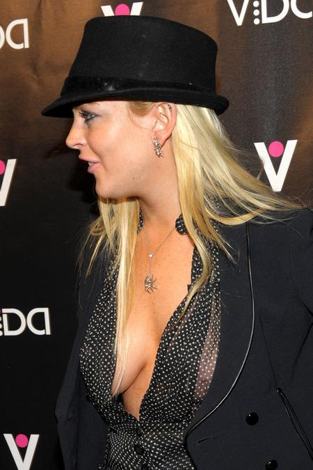 Lindsay Lohan : N'aime toujours pas les soutiens gorge !!!