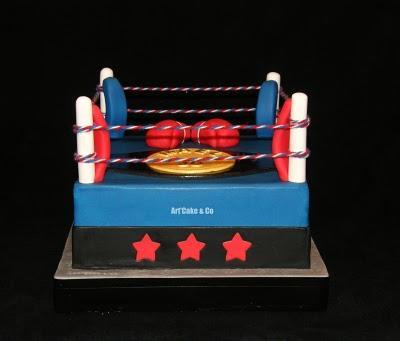 Ring De Boxe ...Armés de gant de boxe, Artamuse commence ...