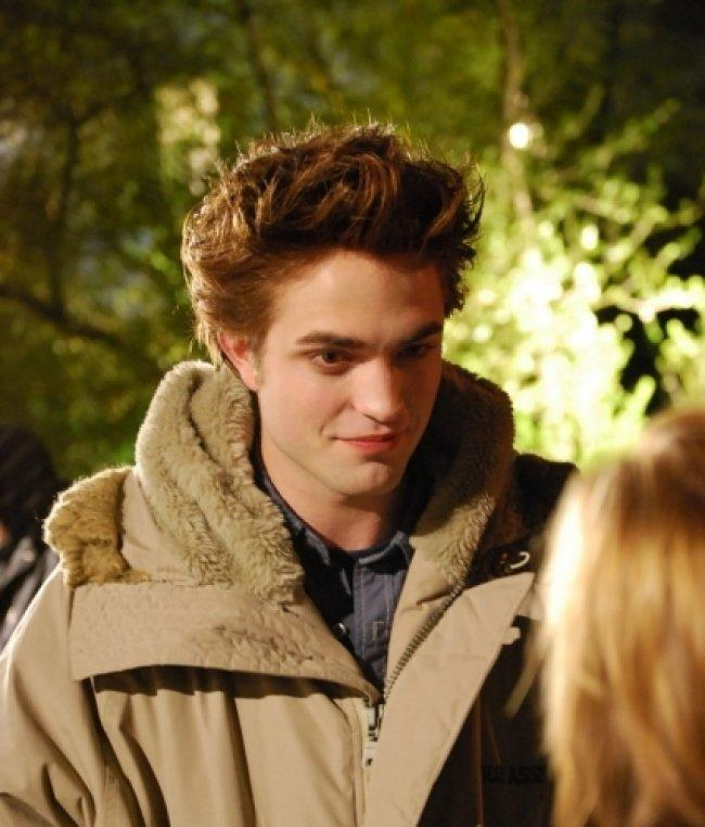 Twilight Fascination : De nouvelles photos sur le tout premier tournage - Quand Paattinson parle il regarde dans les yeux