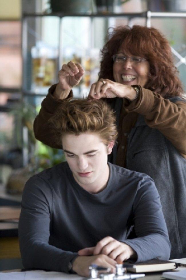 Twilight Fascination : De nouvelles photos sur le tout premier tournage - Pattinson n'aime pas se coiffer.