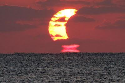 Eclipse du soleil à Okinawa
