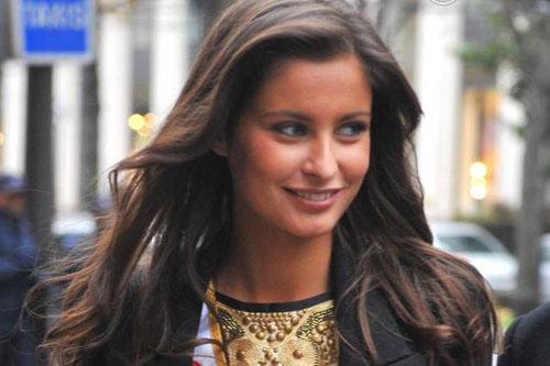 Malika Ménard (Miss France 2010) ... journaliste sur la radio d'I Télé