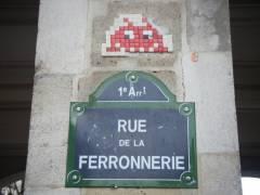Space Invader rue de la Ferronnerie.jpg