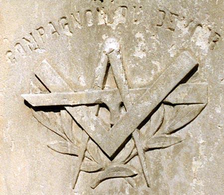 La tombe d'un Compagnon charpentier à La Flotte-en-Ré (17)