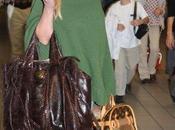 Jessica Simpson donne paires chaussures HaÏti