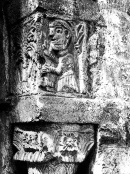 Une représentation de tailleur de pierre datant de l'An Mil à Tournus (71)