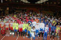 Les jeunes pistards autour du champion du monde de lOmnium Bryan Coquard à Bordeaux