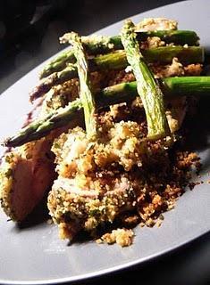 Rôti de porc en coque d'herbes