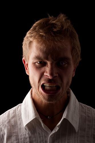 Comment faire face au mépris des gens avec calme ?