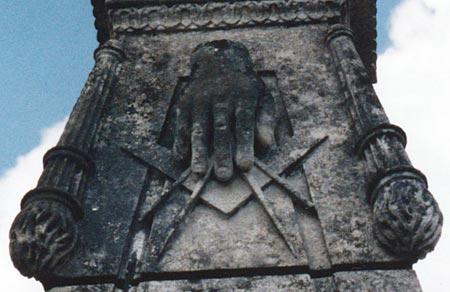 La tombe d'un Compagnon menuisier à Saintes (17)