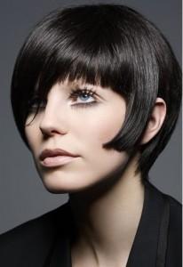 Les cheveux noirs réclament beaucoup de soins car ils sont fragiles !