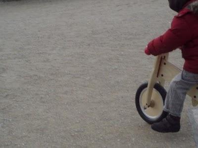 Cowboy ou équilibre sur 2 roues de draisienne