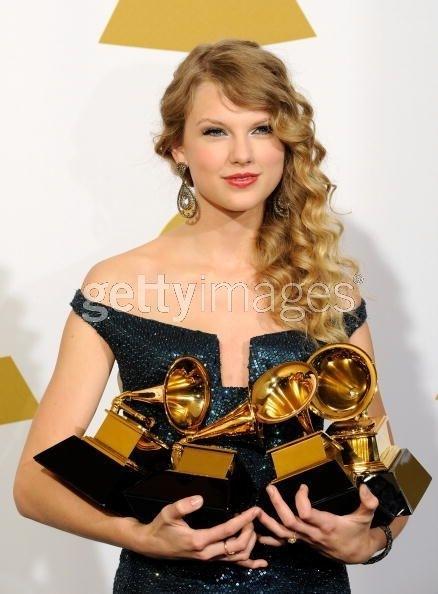 Taylor Swift échappe un Grammy!