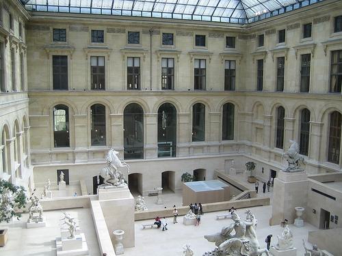 Le louvre du palais au mus e paperblog for Le louvre interieur