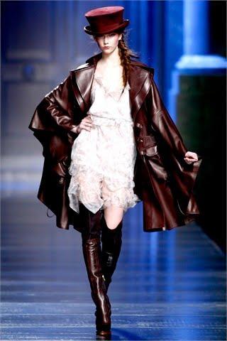 "Fashion Week Paris : Défilé ""DIOR"" Fashion Show 2010/2011 ..."