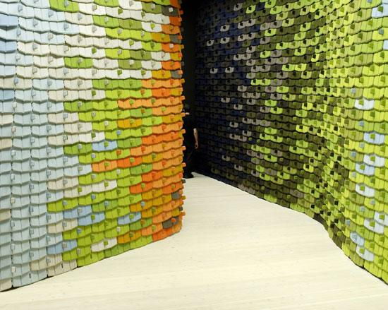 des carrelages flexibles par les fr res bouroullec paperblog. Black Bedroom Furniture Sets. Home Design Ideas