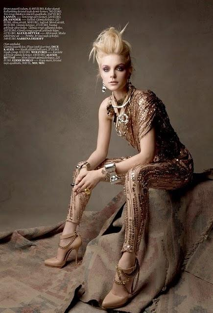 First Vogue Turkey Jessica Stam Photoshoot par Patrick Demarchelier