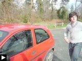 Comment ouvrir portière d'une voiture avec l'huile bras,video