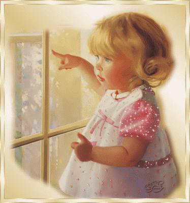 Photo d une jolie fillette devant la fen tre d couvrir for Devant la fenetre