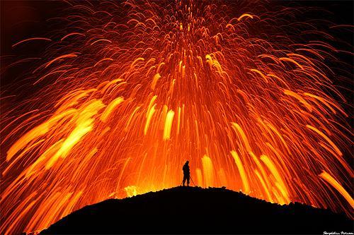 Volcans... Belles-photos-deruption-volcan-islandais-eyja-L-1