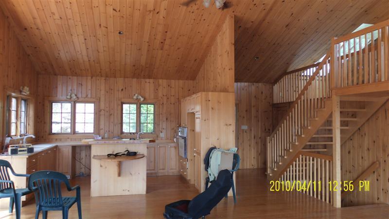 Une maison en bois naturel!