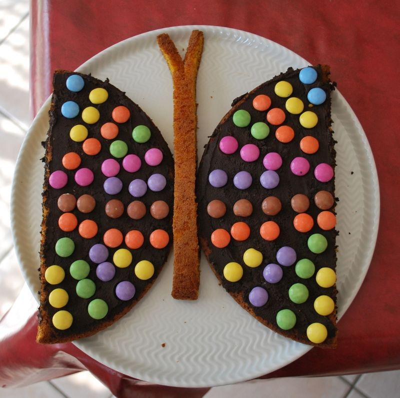 Le g teau papillon un d cor facile et rapide paperblog - Decoration gateau papillon ...