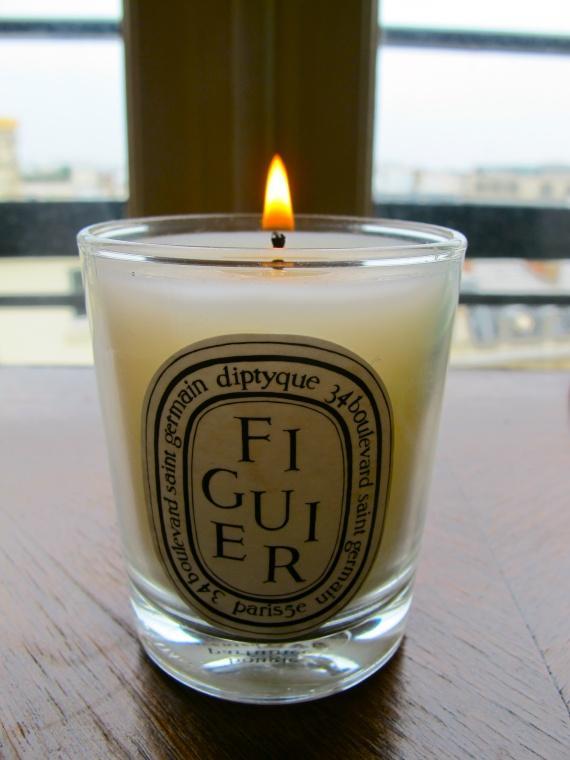 prada et diptyque mes bougies parfum es un jour de pluie paperblog. Black Bedroom Furniture Sets. Home Design Ideas