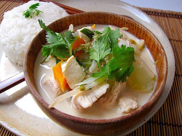 Curry vert de poulet au lait de coco paperblog - Cuisine thai poulet curry vert ...