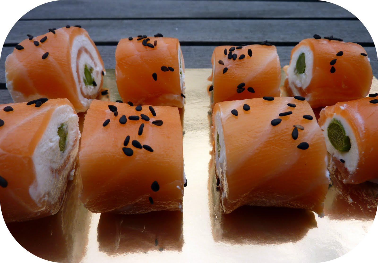 Roulés de saumon fumé au chèvre frais et asperge verte façon sushis