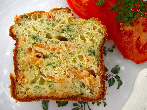 http://media.paperblog.fr/i/334/3348532/cake-saumon-cerfeuil-L-4.jpeg