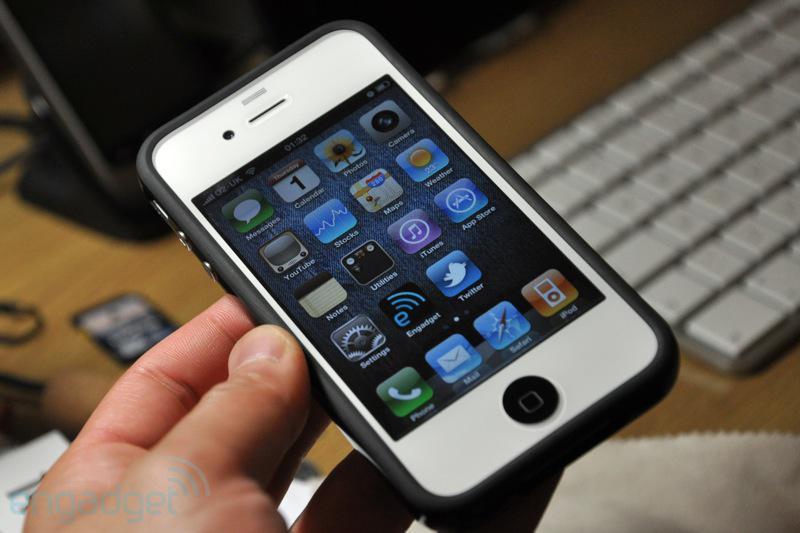 iPhone 4 blanc spécial avec une petite touche de noir