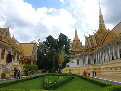 58. Phnom Penh et joies