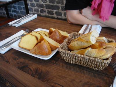 20100530 Le Vin%28gt%29 deux Brunch 01 pain brioches Brunch au Vin(gt) deux, rue Desnouettes (ChrisoScope)