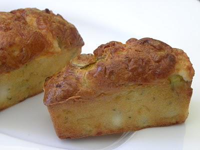 Petits cakes à la courgette, chèvre et olives vertes