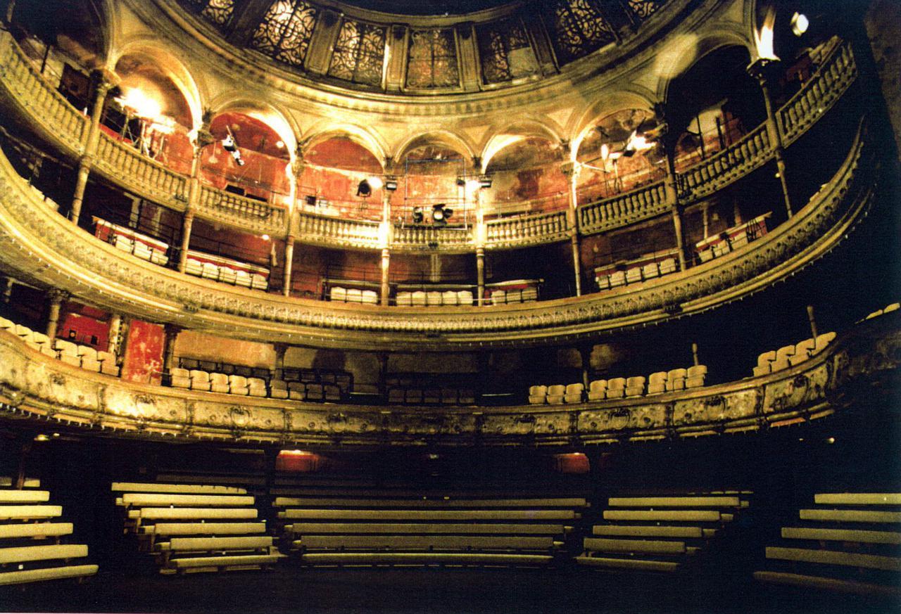 Theatre_Des_Bouffes_du_nord