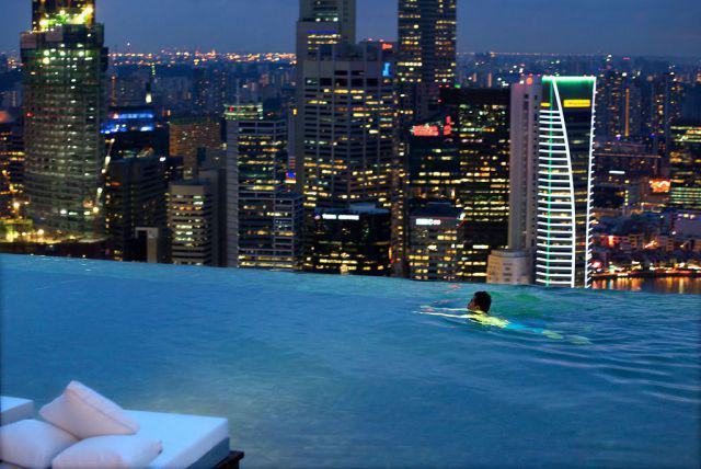 Le monde de la piscine la plus impressionnante. Sands Skypark, Singapour.