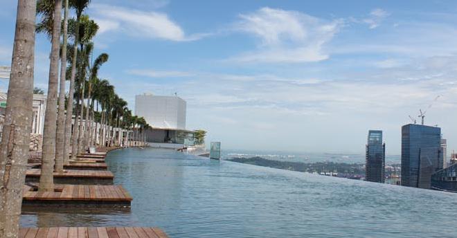 Le monde de la piscine la plus impressionnante sands for Hotel singapour piscine