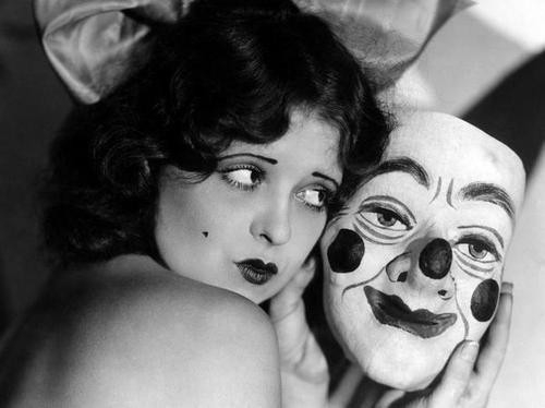 Éloge du maquillage, par Colette. Dans un texte rédigé en 1933...