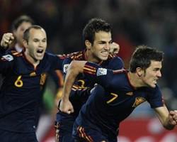 Quarts de finale : victoire de l'Espagne 1 but à 0 contre le Paraguay grâce à David Villa, les Espagnols qualifiés pour les demi-finales