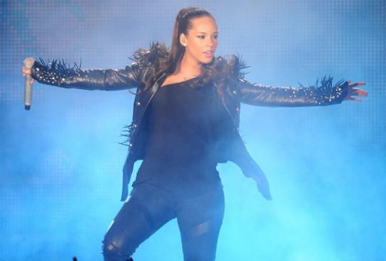 La chute d'Alicia Keys! Chacune son tour…