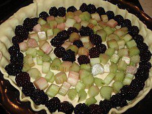 La-tarte-a-la-rhubarbe-et-aux-mures-2.jpg